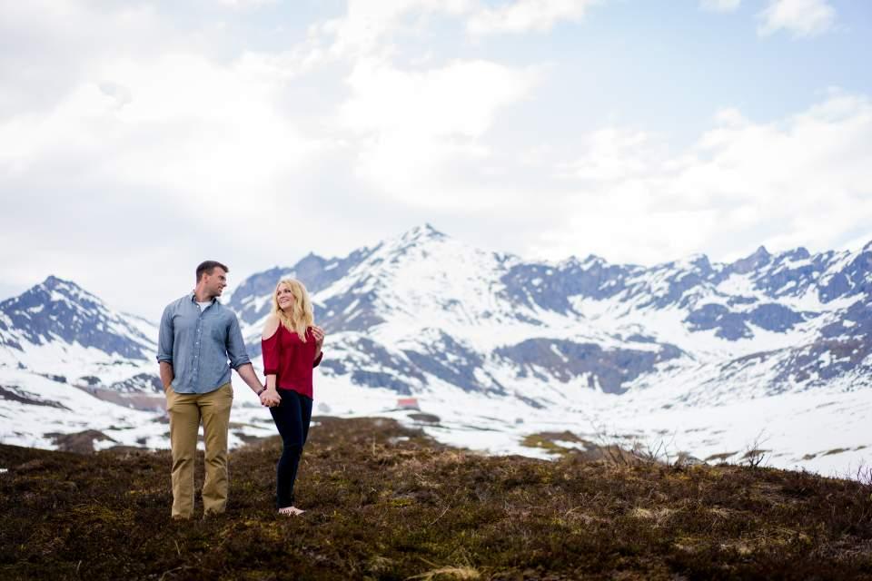 couples photos at hatcher pass
