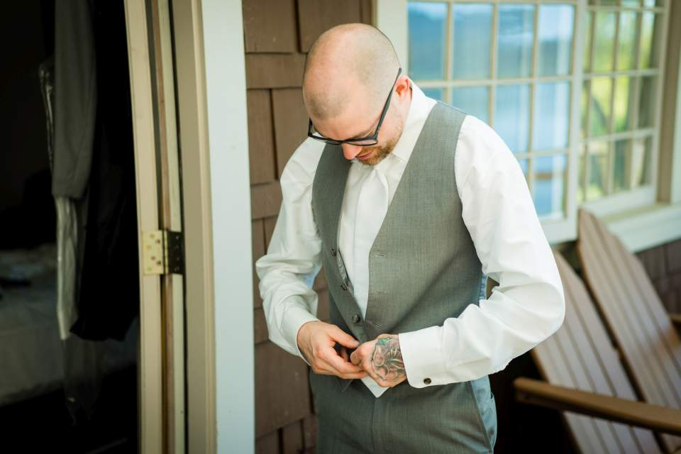 groom getting ready lake quinault lodge