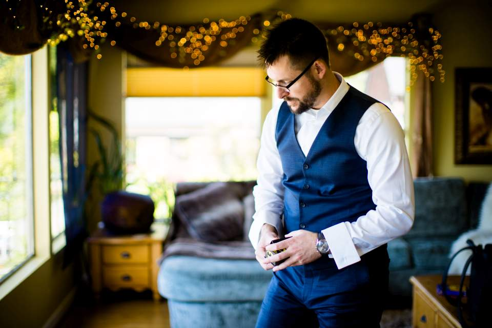 groom getting suit on for wedding