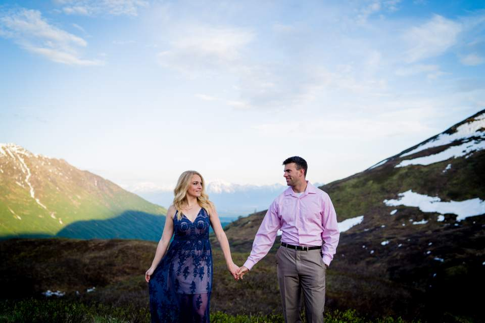mountain couples photos overlooking valley