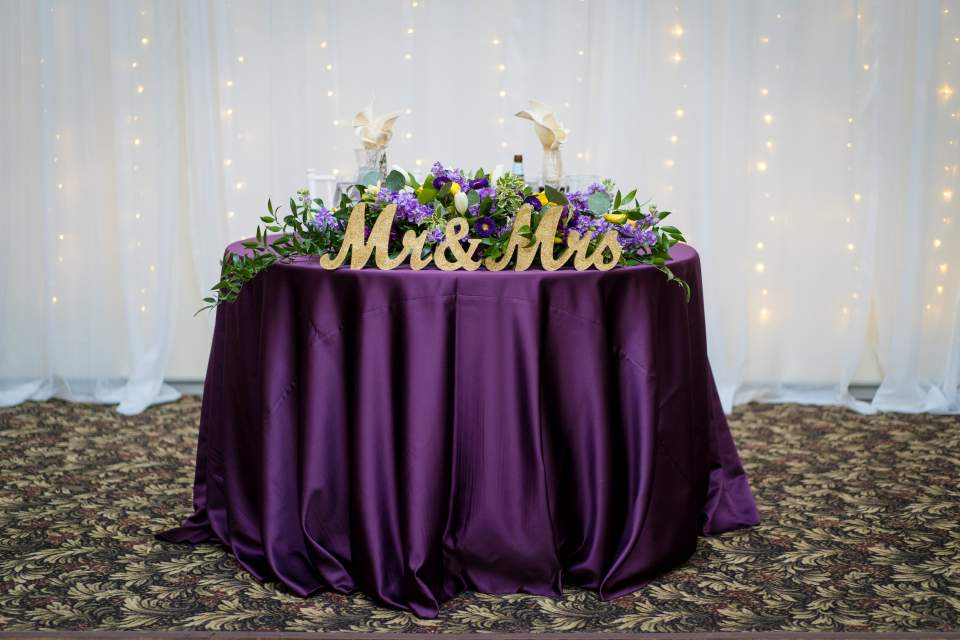 purple and gold sweetheart table