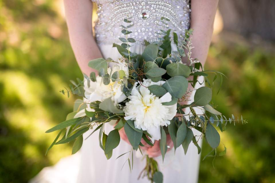 simple bouquet for boho wedding
