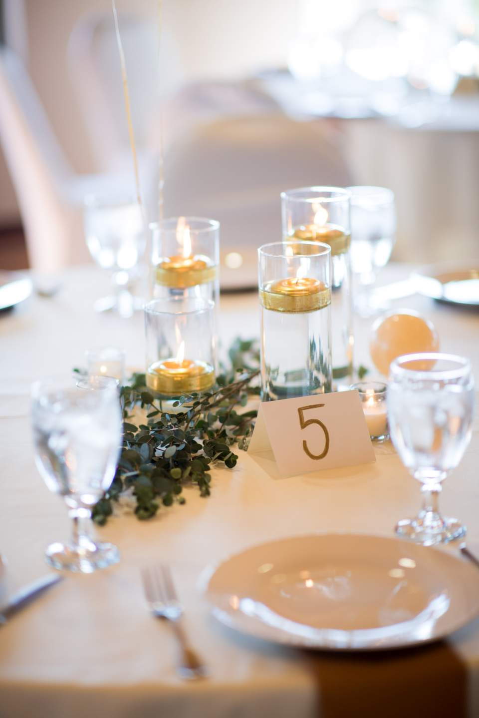 simple greenery table decor