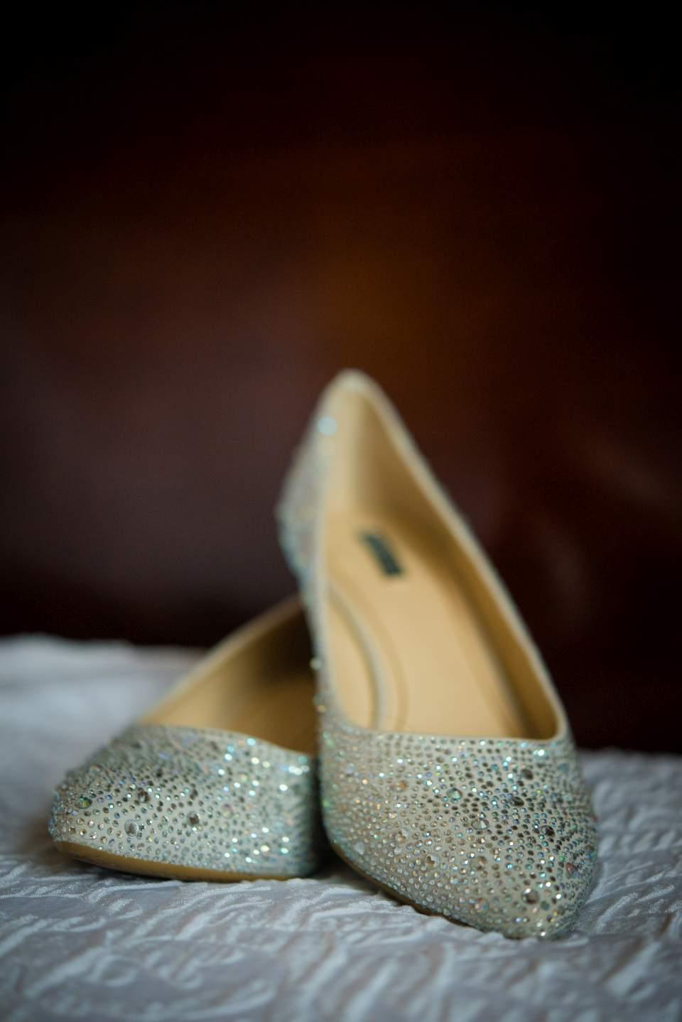 sparkle bride shoes wedding details