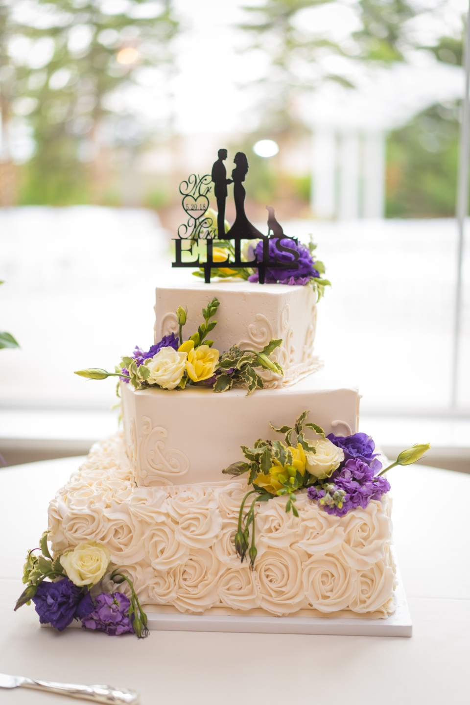 wedding cake with silhouette cake topper