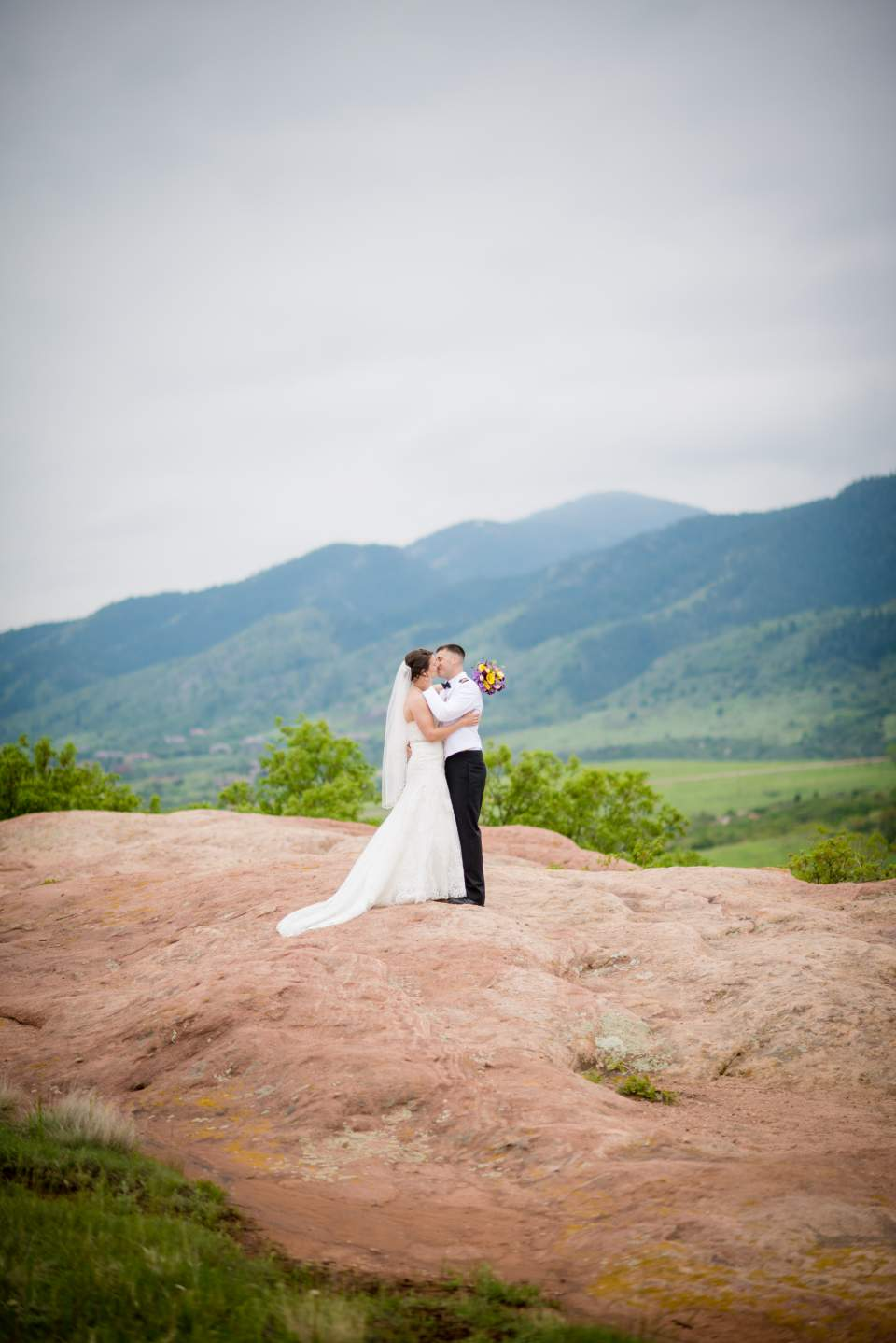 wedding photos at south valley park in ken caryl