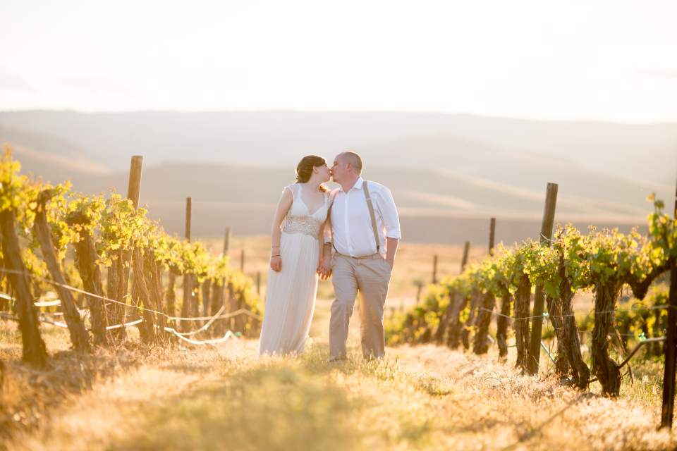 wedding photos in a gorge winery