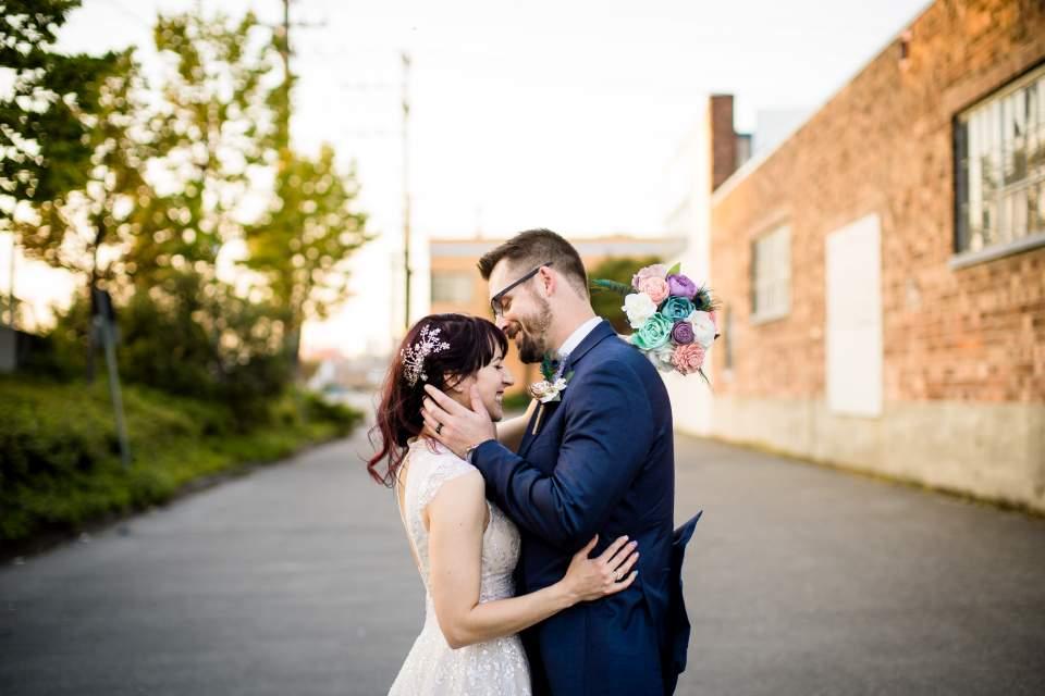 wedding photos in sodo at the foundry