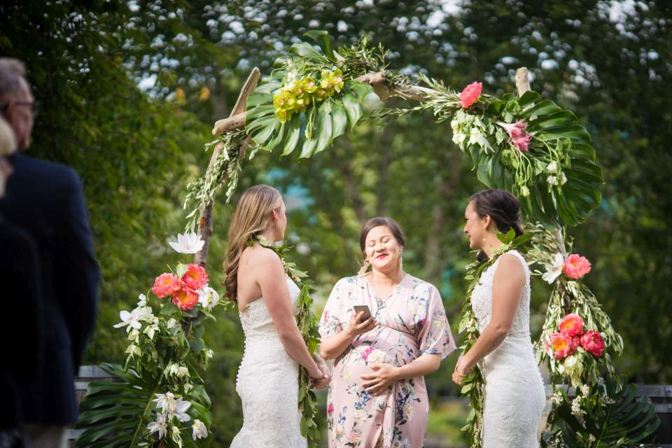 beaultiful same sex wedding ceremony