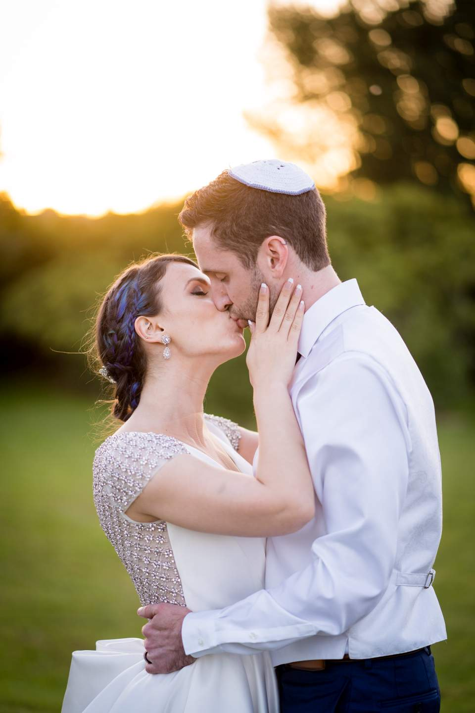 bride and groom kissing in sunset light spring wedding at center for urban horticulture