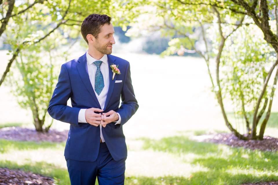 fun photos of groom