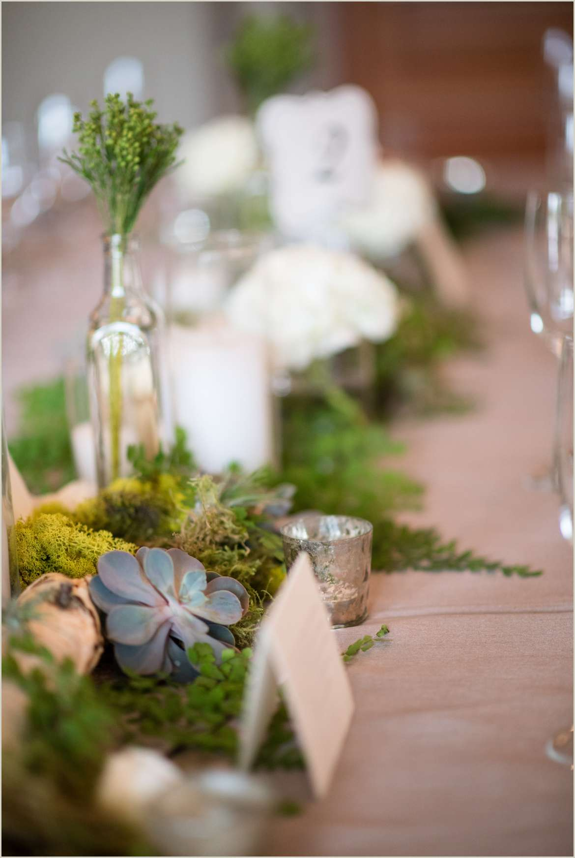 moss and succulent table decor woodinville wedding