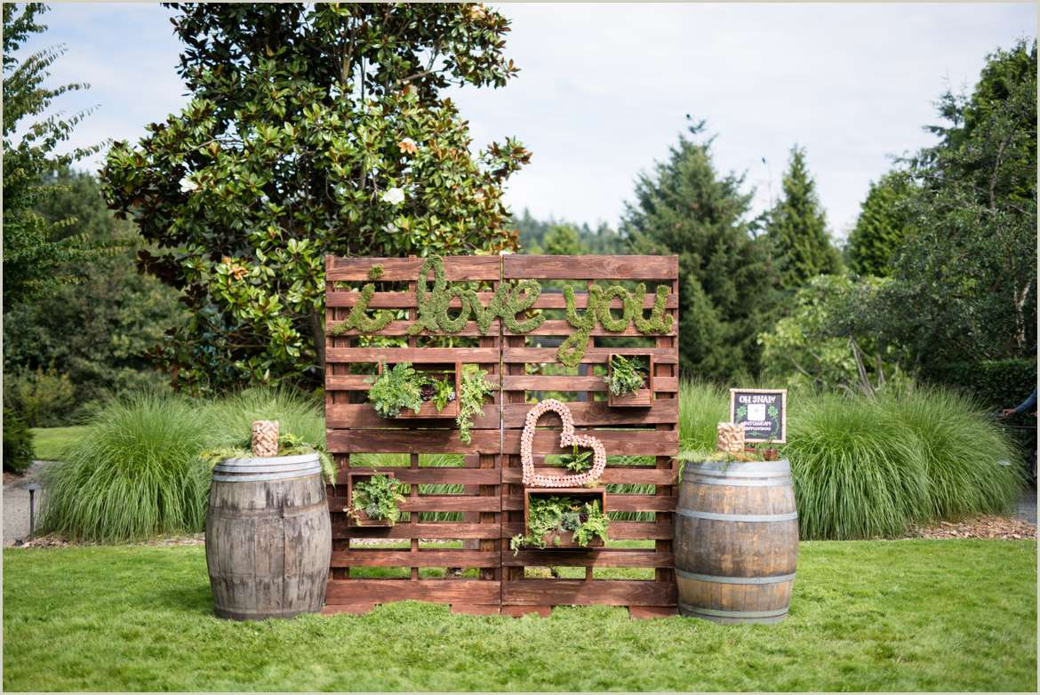 rustic wedding selfie station for guests