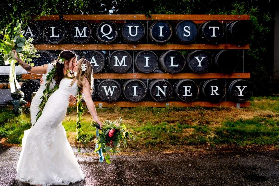 seattle rainy wedding photos seattle wedding photographers salt and pine