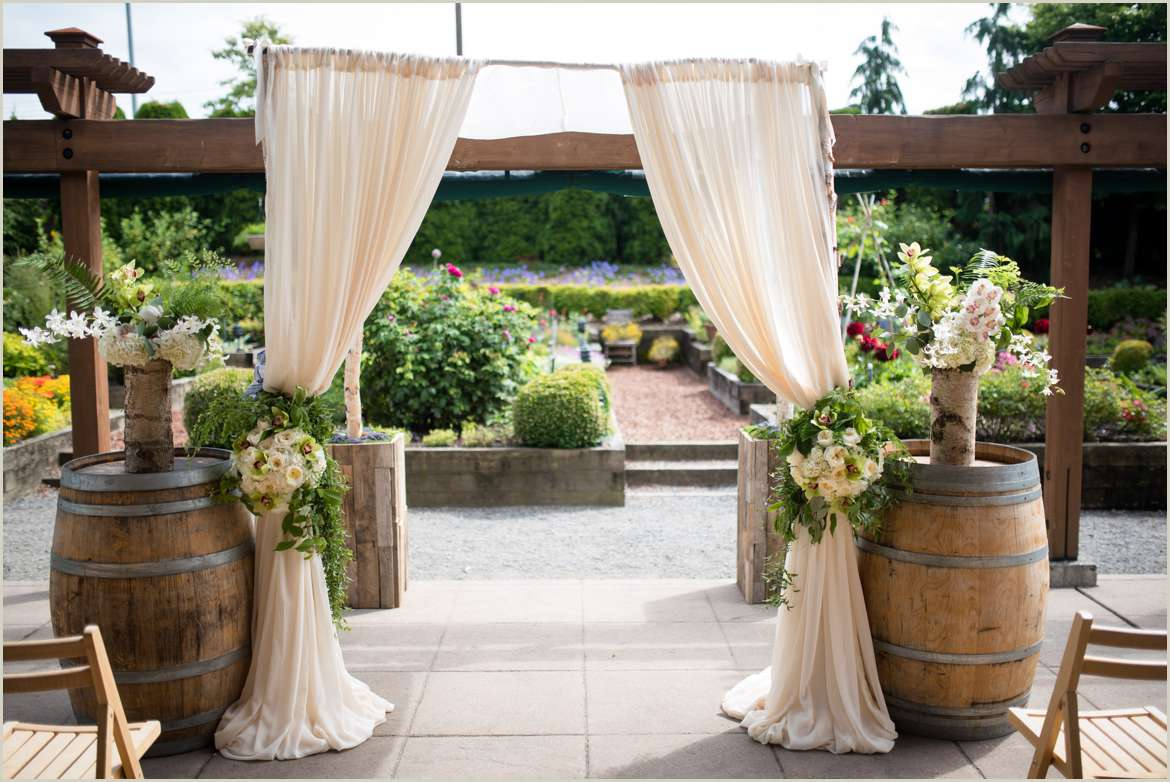 simple rustic wedding decor at willows lodge