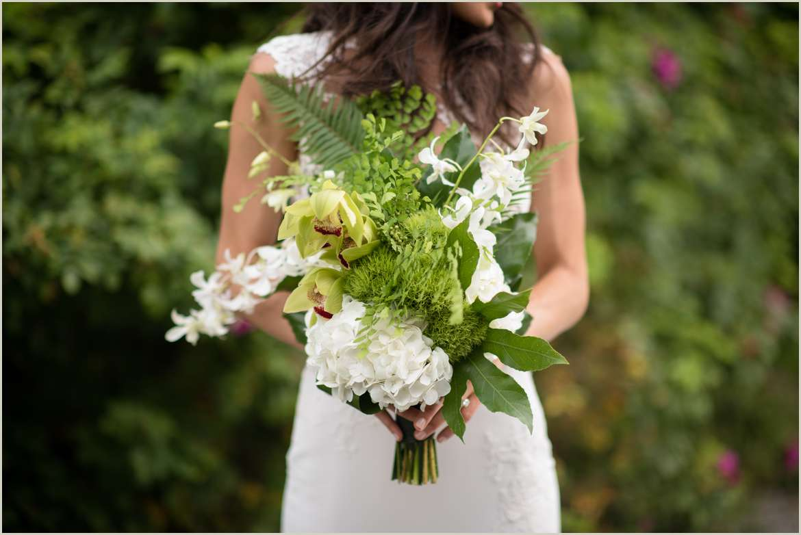 white and green simple wedding bouquet