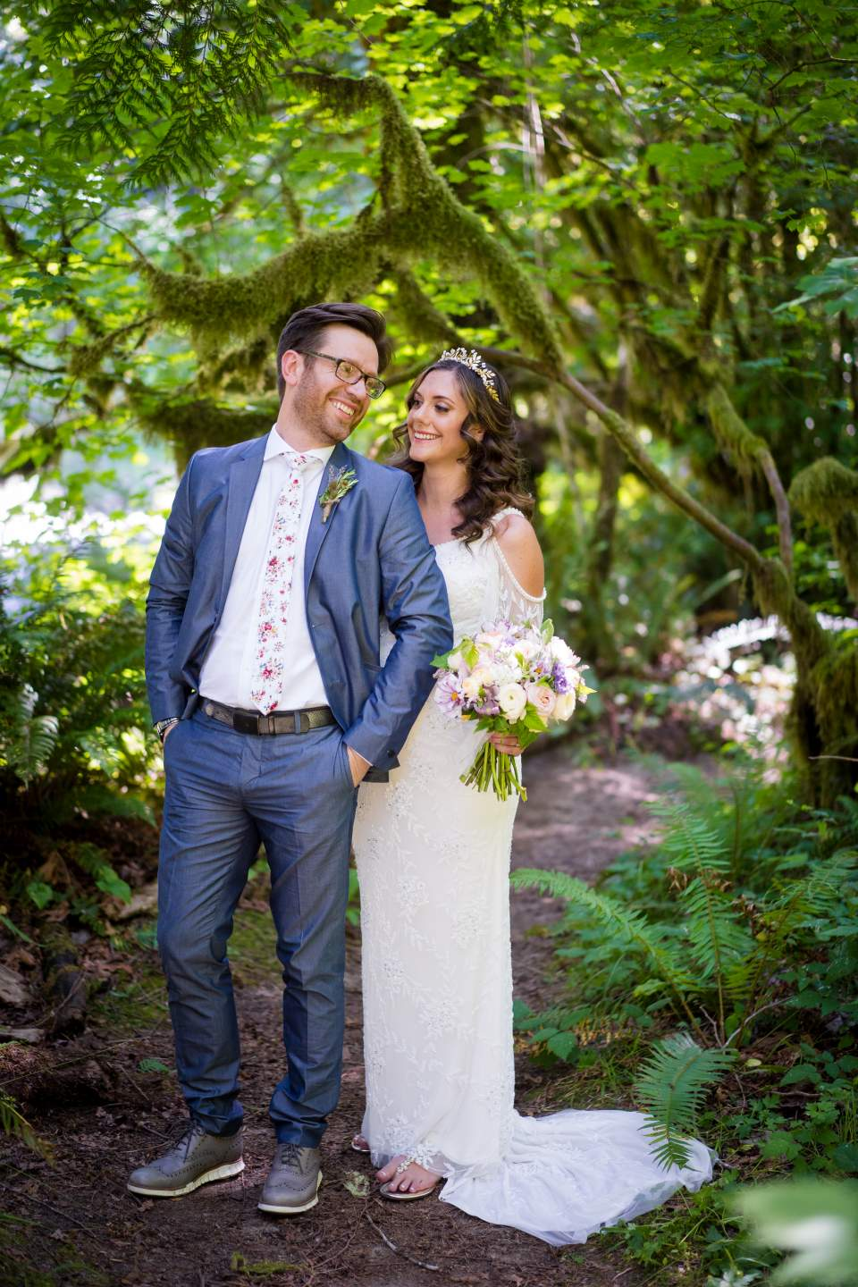 boho elopement at treehouse point