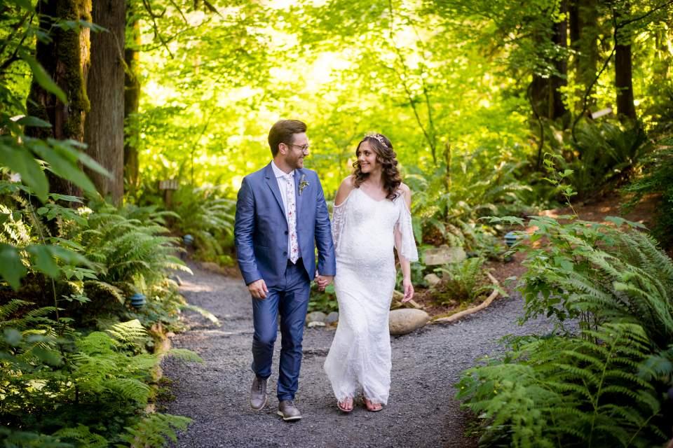 bride and groom treehouse wedding