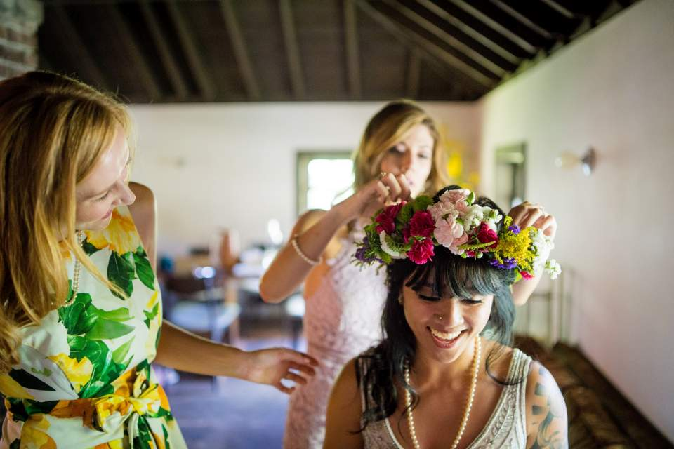 bride getting flower crown put on morning