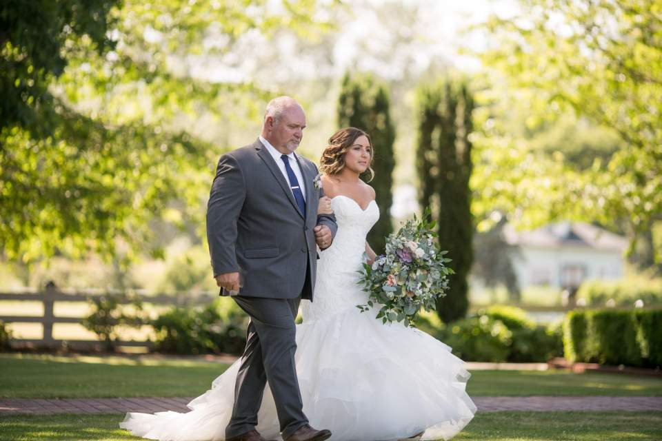 bride walking in with her dad