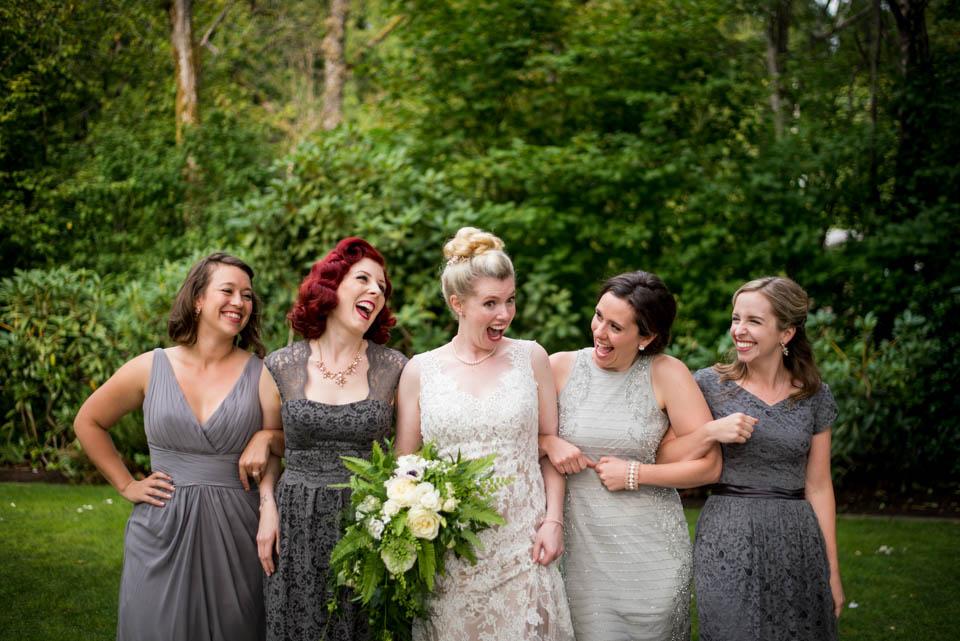 girls fun photos wedding day