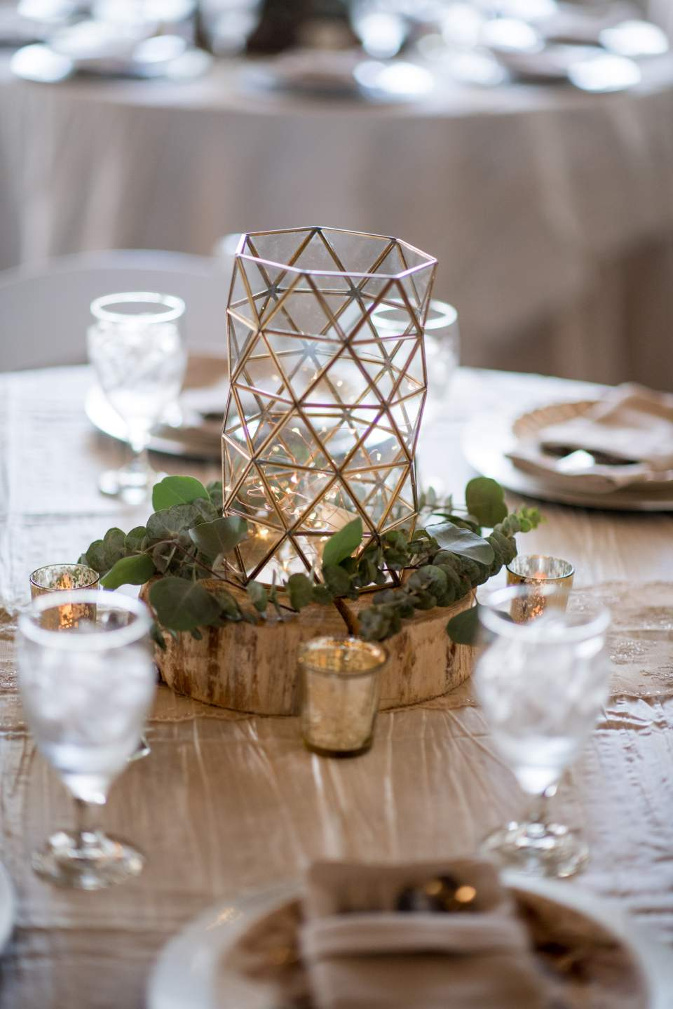 gold and greenery table decorations