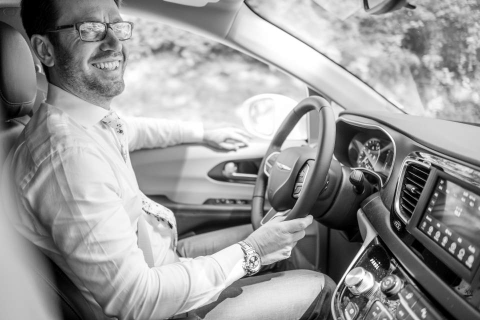 groom drives to wedding venue