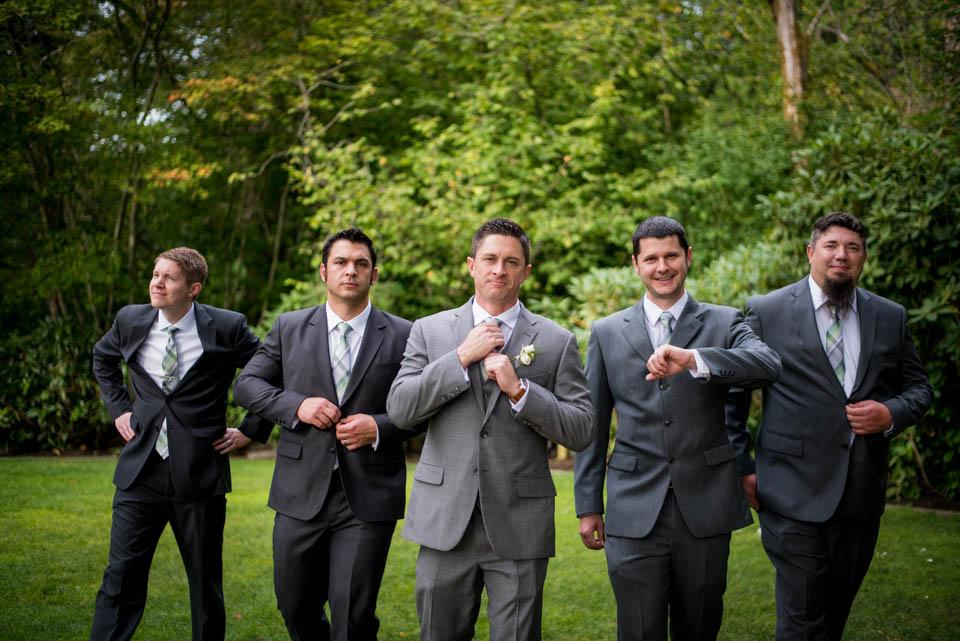 guys fun photos wedding day