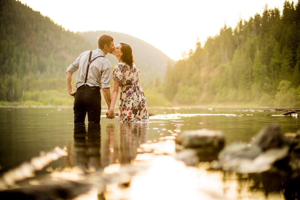 engagement photos in a lake in washington