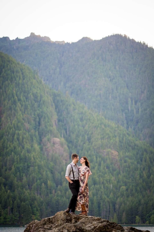 lake cushman adventure engagement photos