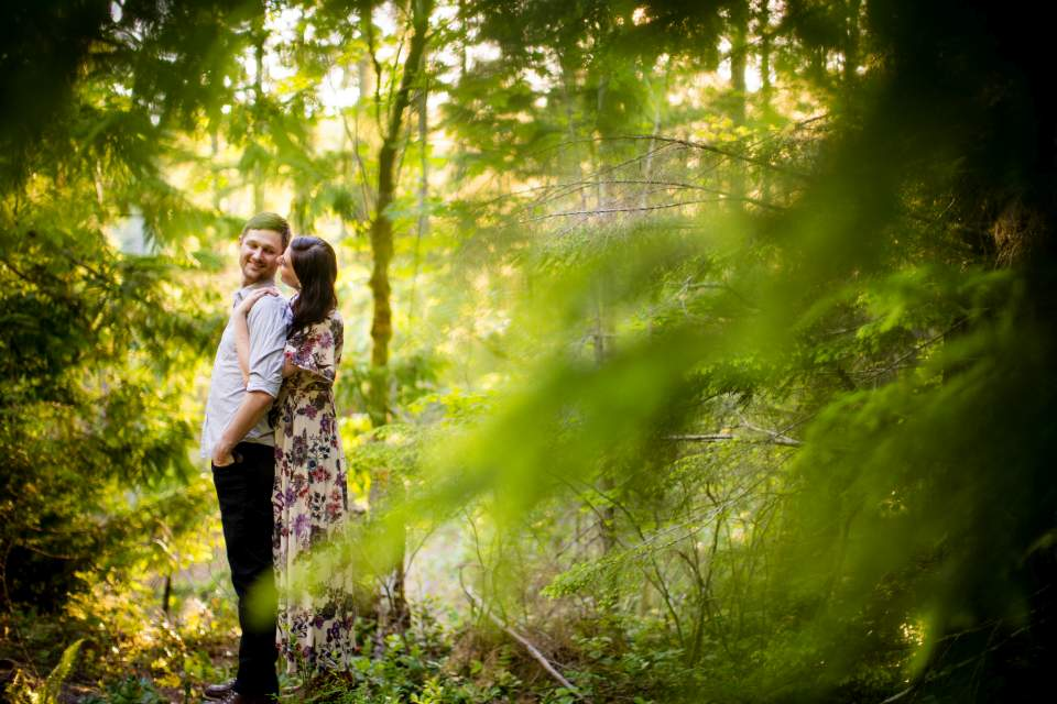 lake cushman engagement photos in the summer