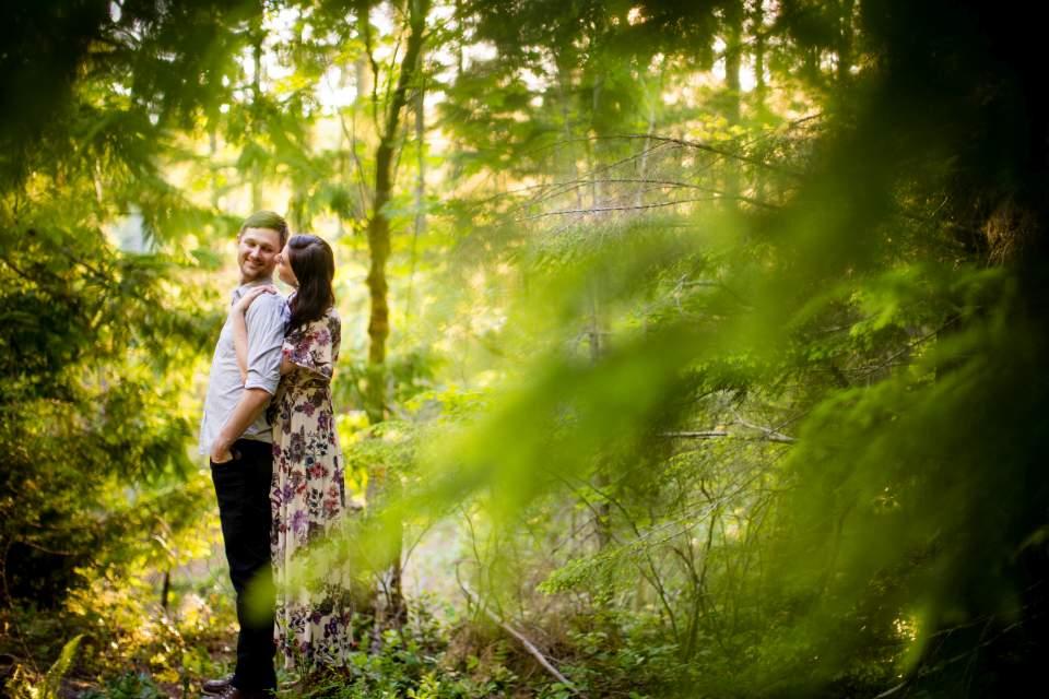 lake cushman engagement photos in the summer