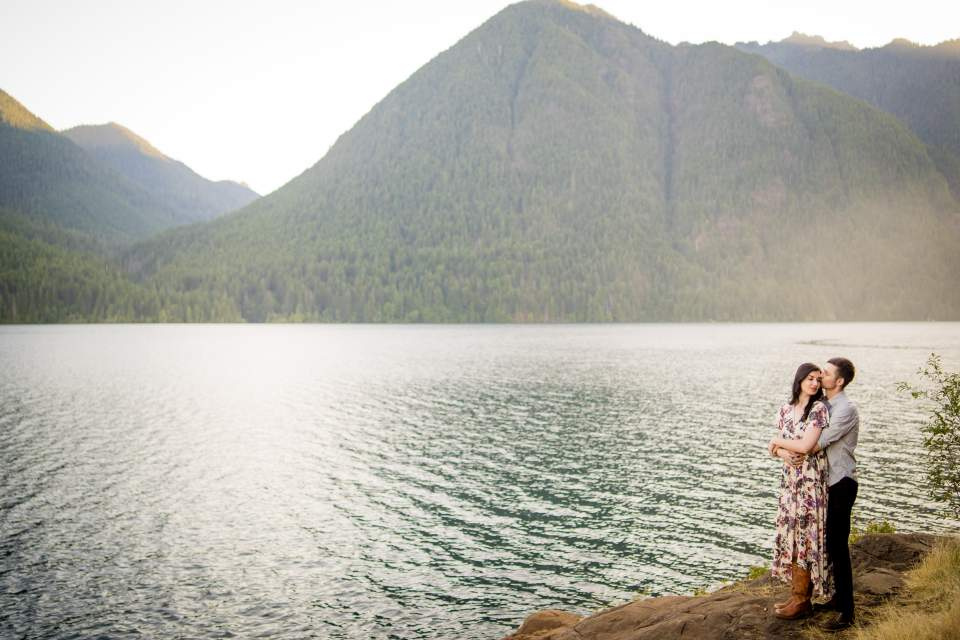 mountains and lake engagement photos in washington