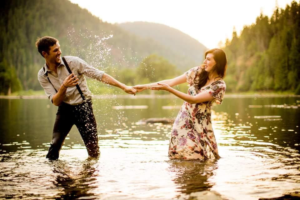 summer lake engagement photos