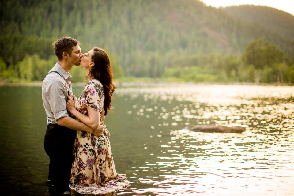 summer romantic engagement photos in a lake
