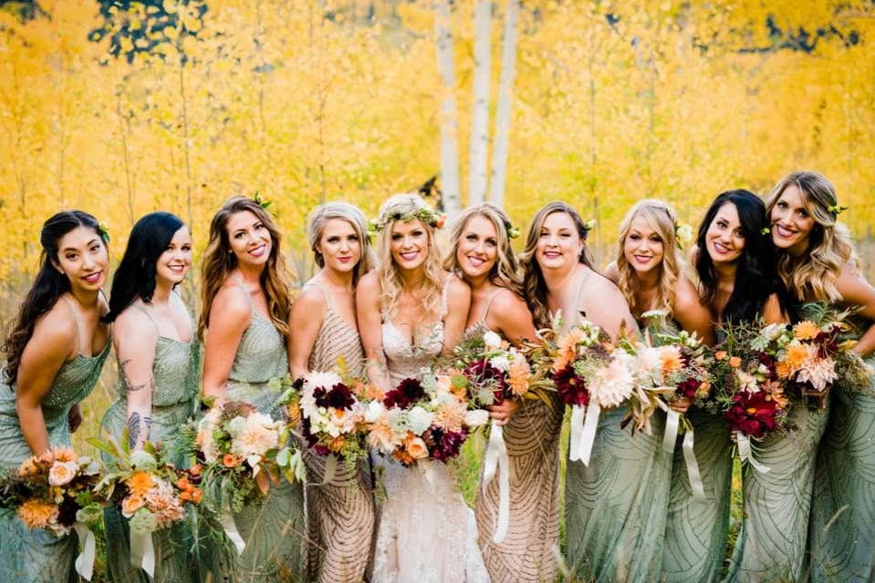 boho bride with bridesmaids and flowers