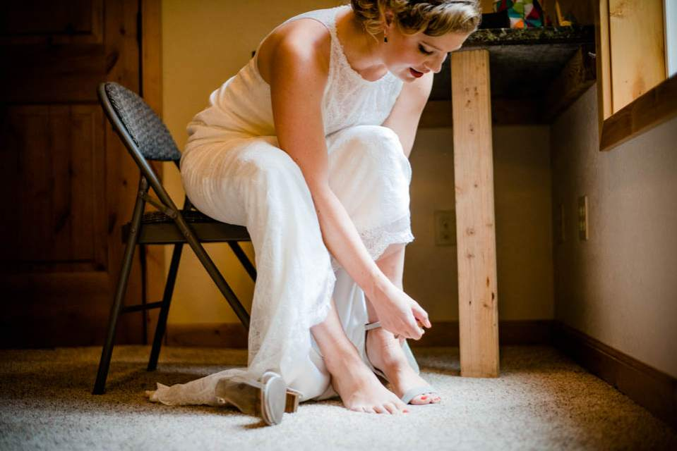 detail photo of bride putting on shoes 2