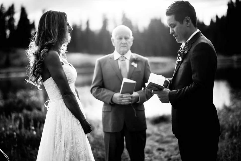 pnw adventure elopement ceremony