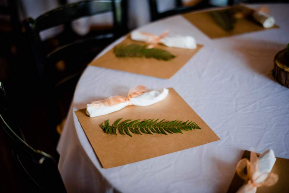 rustic fern place settings in mountain lodge 2