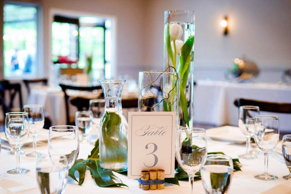 spring wedding table decor at colubmia winery
