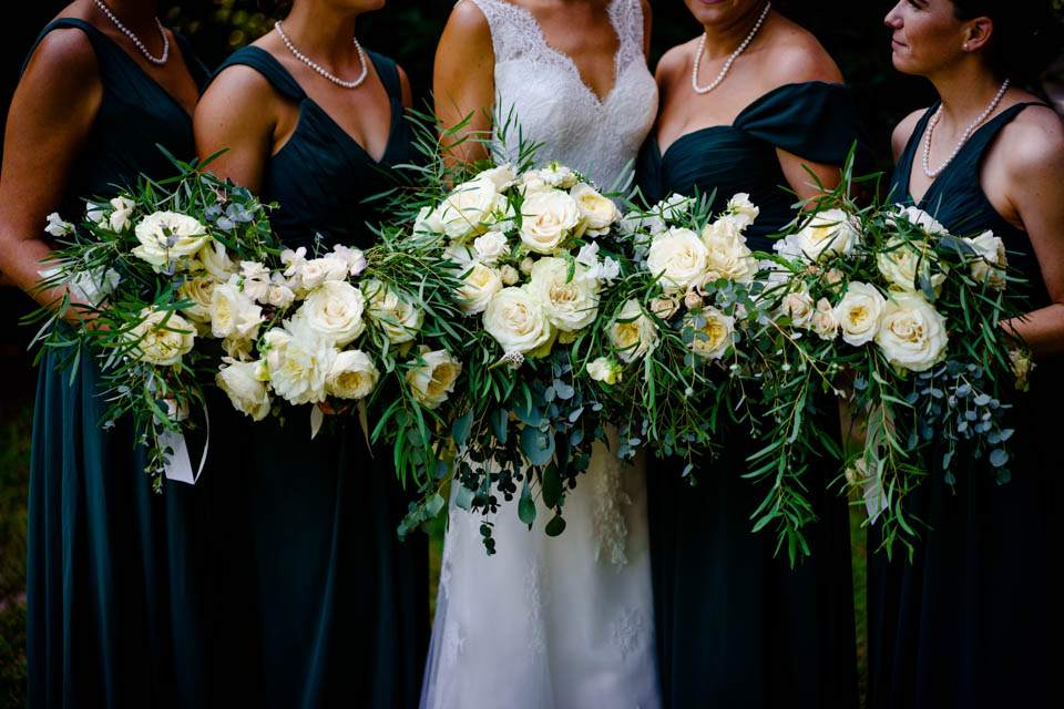 white and greenery bridesmaids bouquets